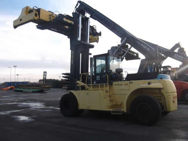 FLC113<br>Hyster H25F with spreader <br>Year: 2003<br>Hours: 11500