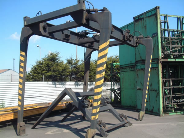 TME111<br>Bottom Lift Attachment  <br>Capacity: 45T – With Inverted Forks