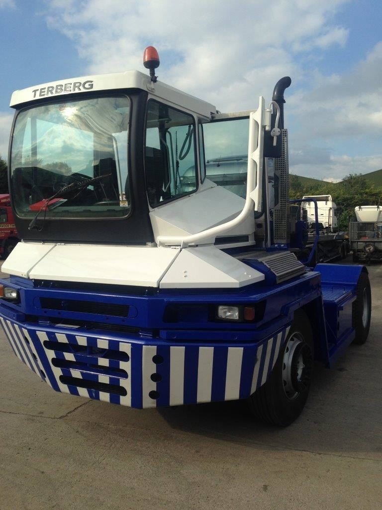 TRA119<br>TERBERG RT222 TRACTOR <br>Year: 2009<br>Hours: 14000 REFURBISHED